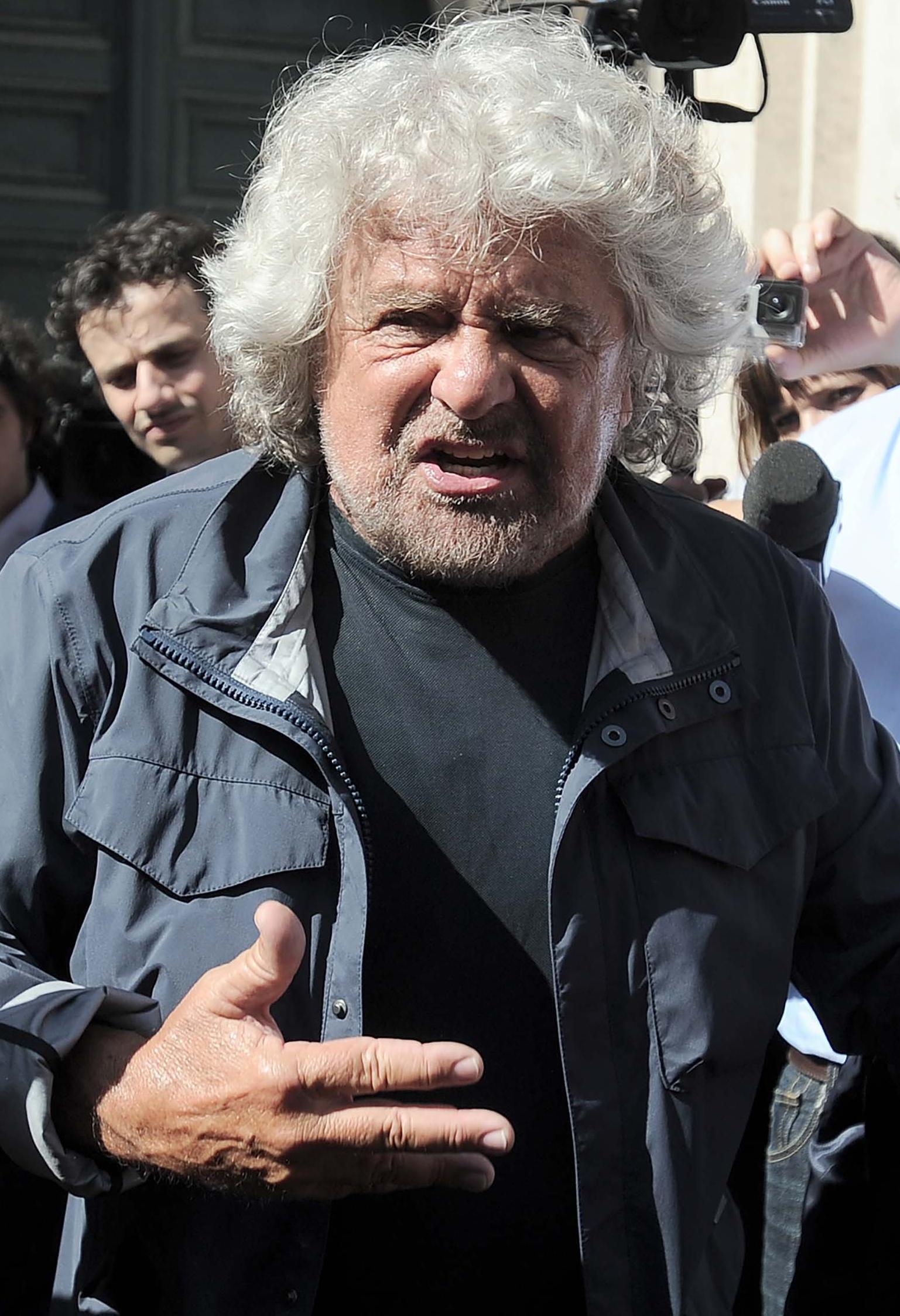 Grillo e c spiati dai deputati in rete frasi rubate e gaffe for Quanti sono i parlamentari