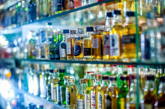 Dopo le sigarette, gli alcolici. Scritte choc anche sulle bottiglie?