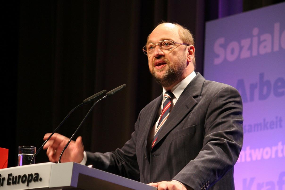Ci sono i profughi, Schulz resta al suo posto