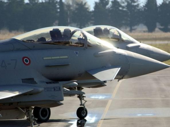 Aerei Da Caccia Ad Elica : Caccia italiani e inglesi intercettano aereo russo sui