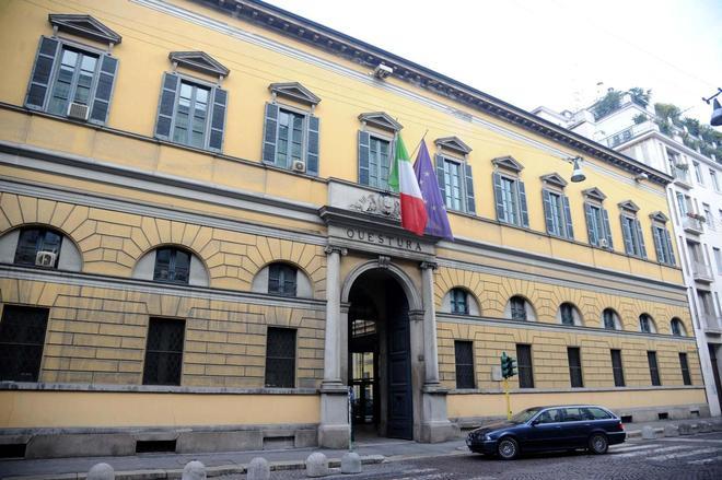 Milano ragazzo si lancia dalla finestra della questura - Si butta dalla finestra milano ...