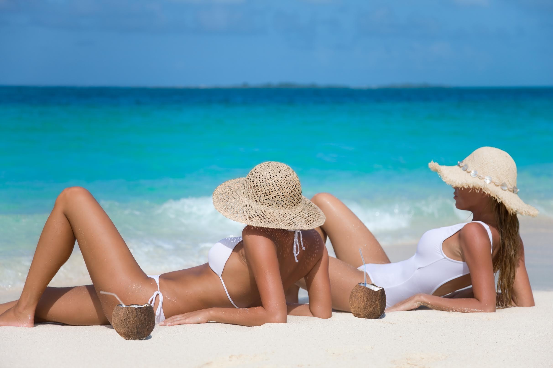 Gambar Mobil Sport Costume: Picchiata Perché In Bikini. E La Francia Si Spoglia
