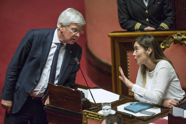 Riforma senato romani forza italia voter no for Quanti senatori