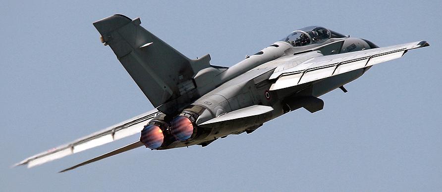 Aereo Da Caccia Tornado : Intercettato aereo senza autorizzazione si alzano i caccia