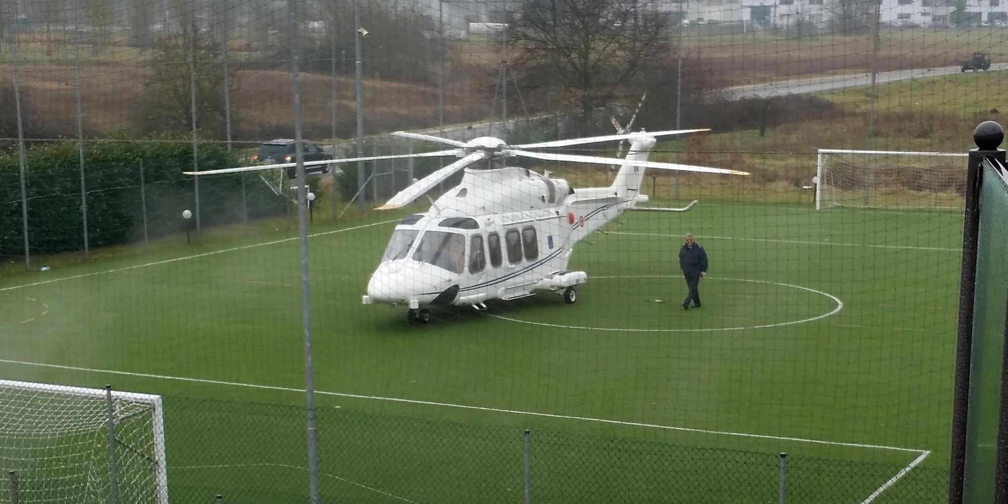 Elicottero Usato : Un altro volo con lelicottero blu imbarazza renzi