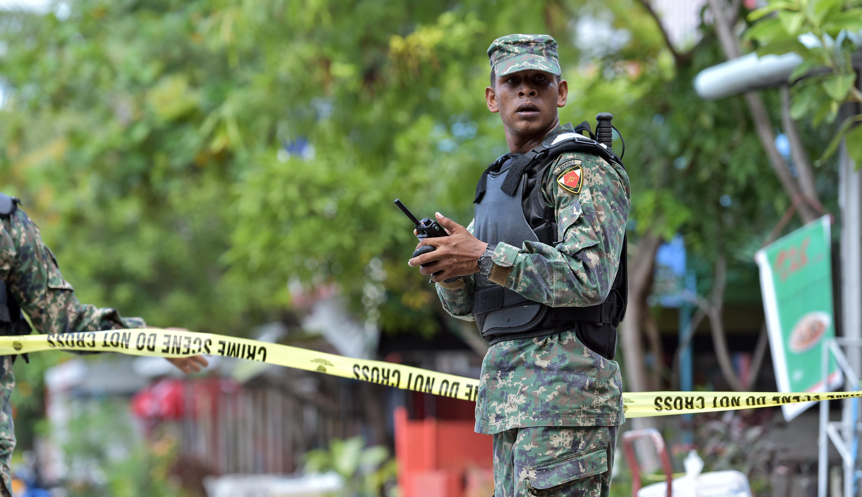 L 39 ombra del califfo sulle maldive for Prova dello specchio polizia youtube