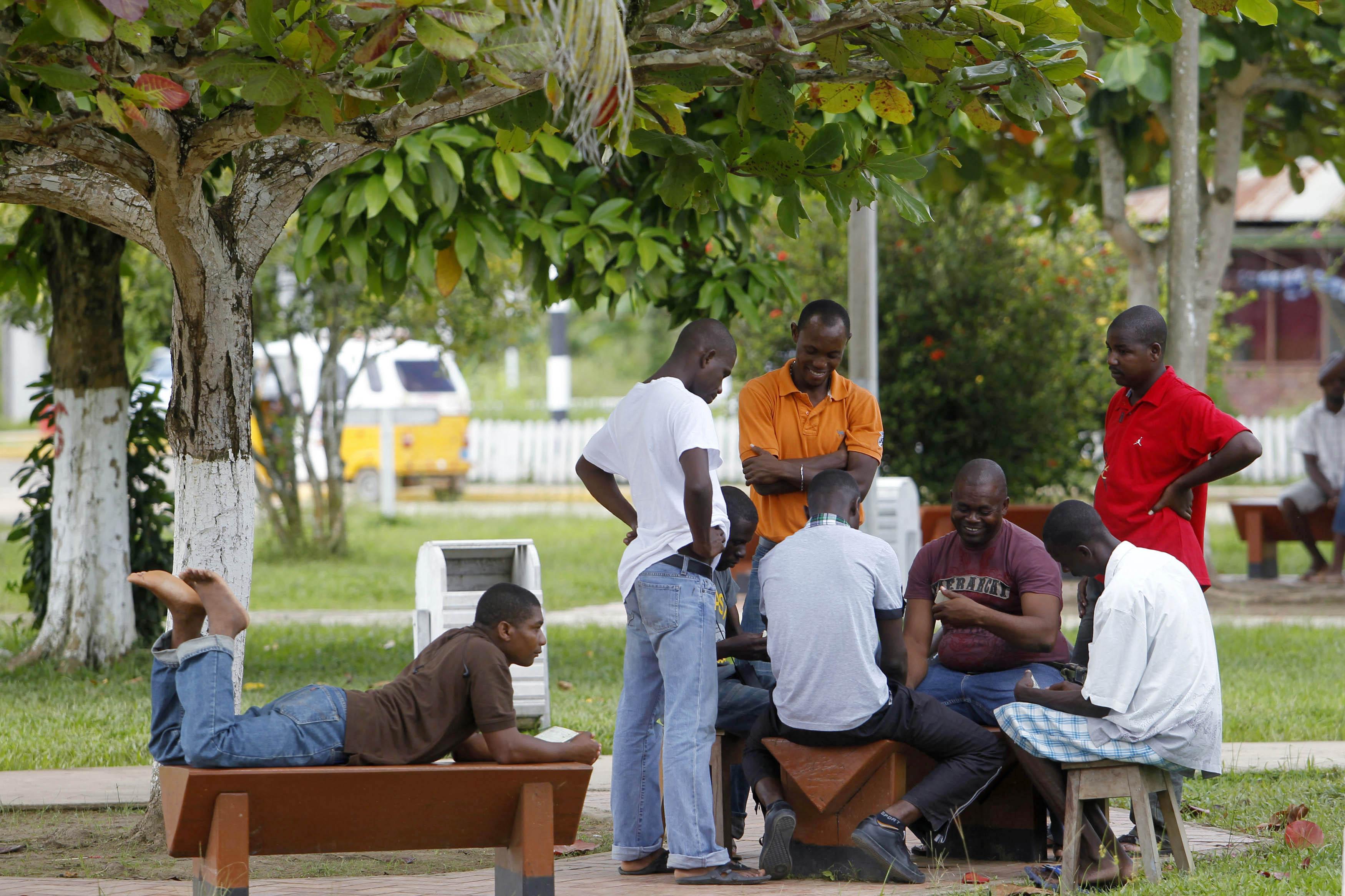 Il vescovo vuole mettere i profughi nelle case salvini for Ospitare qualcuno in casa