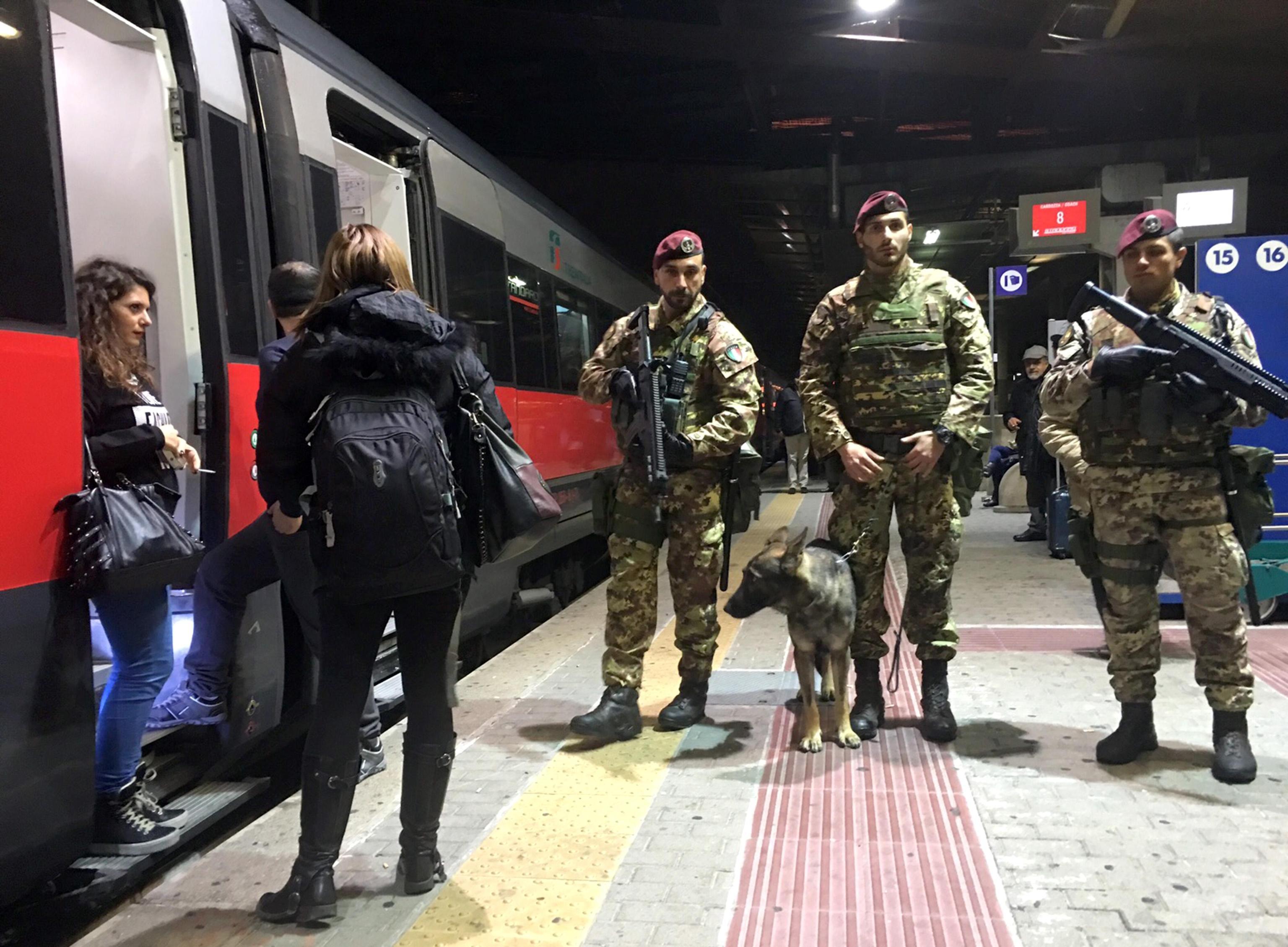 Viaggio nella Roma in mimetica guardata a vista da 2mila soldati 6b735f5c5d40