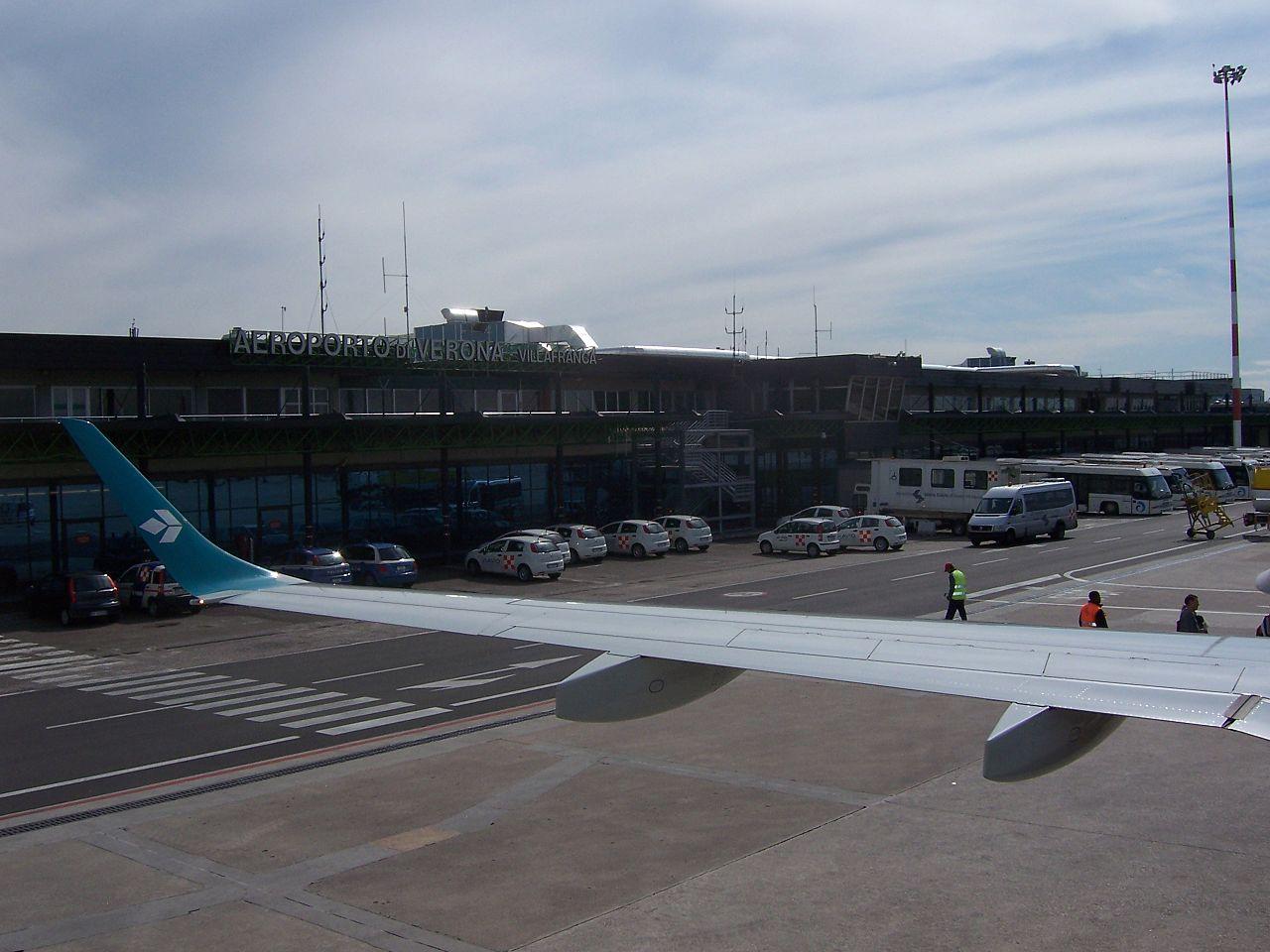 L 39 aeroporto di verona investe punta al raddoppio for Salone del mobile wikipedia