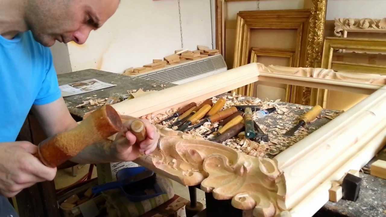 Dai magliai ai corniciai cos l 39 artigianato a rischio - Decori in legno per mobili ...