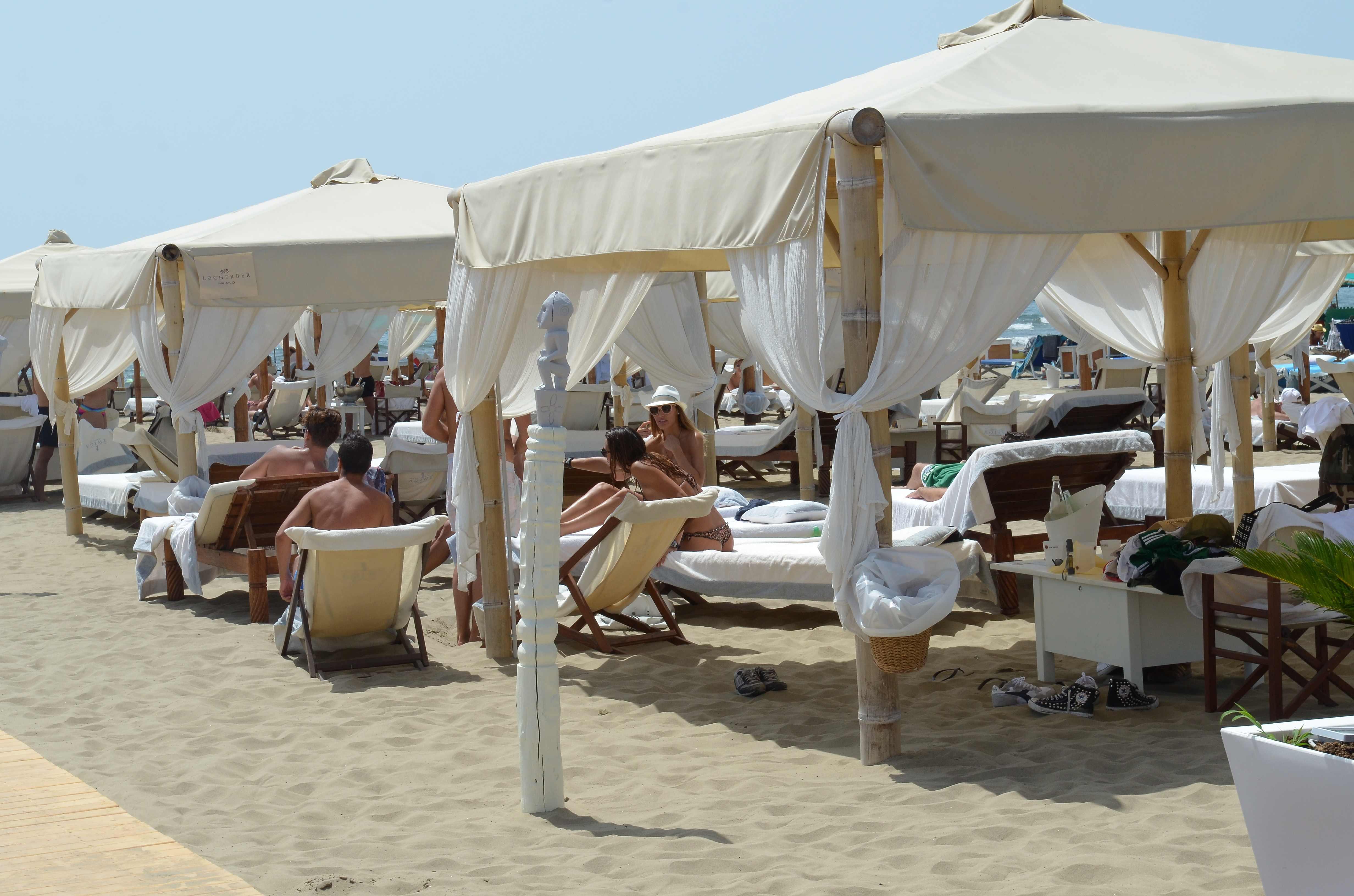Arrivano le vacanze extra lusso in puglia l 39 ultimo investimento di flavio briatore - Bagno bocelli forte dei marmi ...