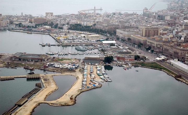Allarme attentati dalla Puglia. Bari crocevia di terroristi - IlGiornale.it