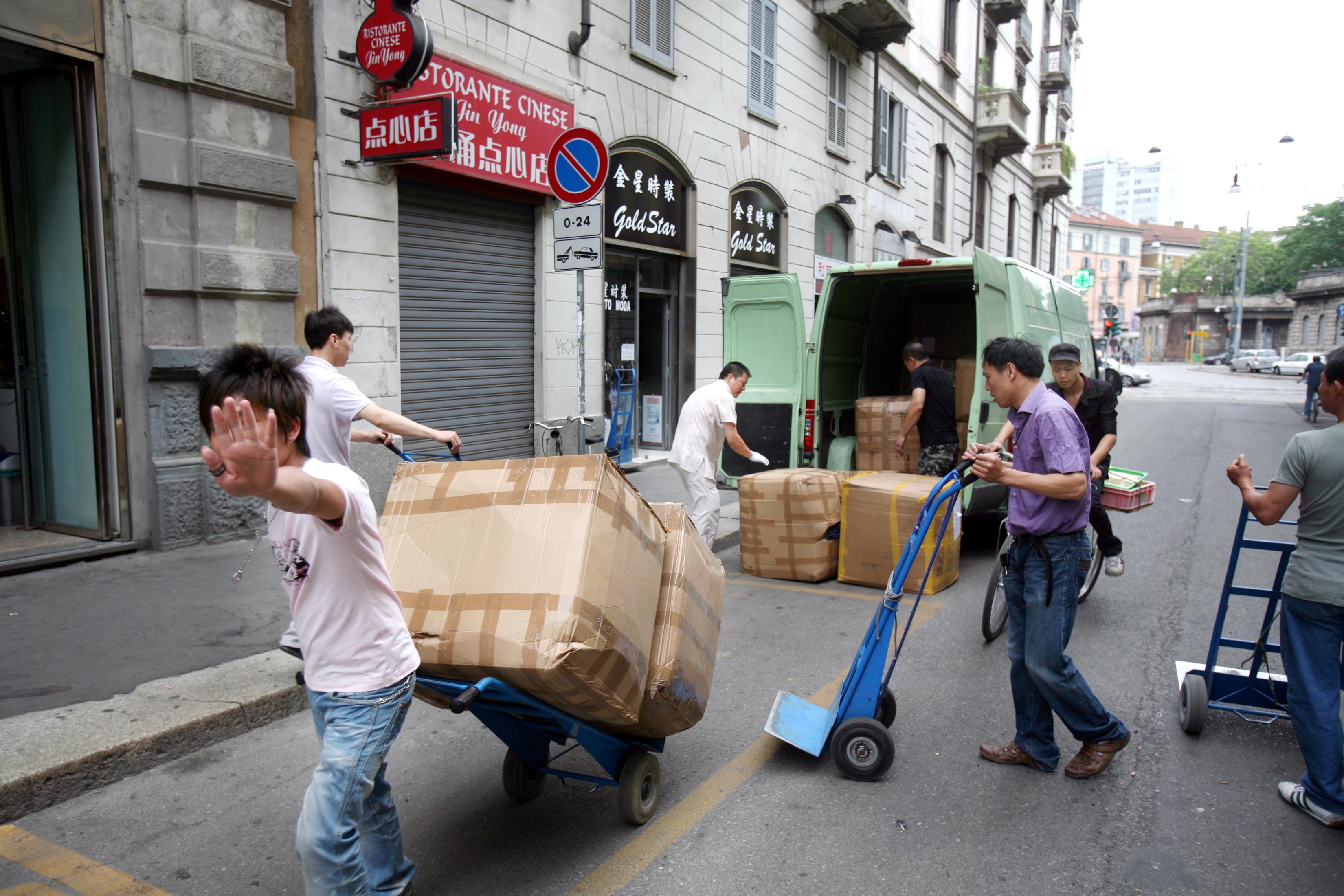 A Milano 28 mila cinesi ma quest'anno ne sono morti solo 14