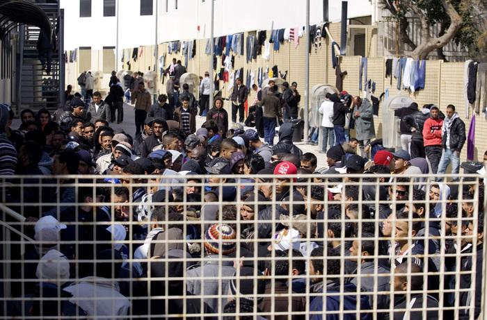 Cittadini non vogliono migranti. E distruggono il centro d'accoglienza