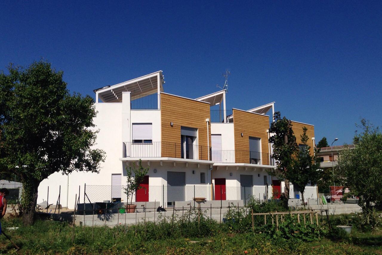 Le case del futuro classe a in paglia e legno for Costo per costruire 5 case a schiera