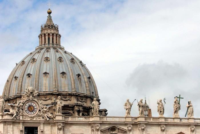 """La confessione del parroco sulla Chiesa: """"I fedeli non vogliono i migranti, mettono al primo posto gli italiani"""""""