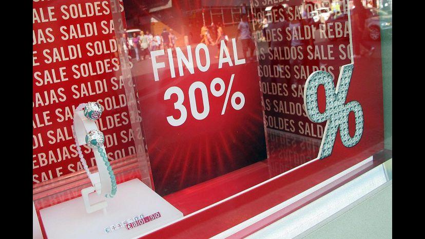 Istat, i consumi crollano: record negativo in estate