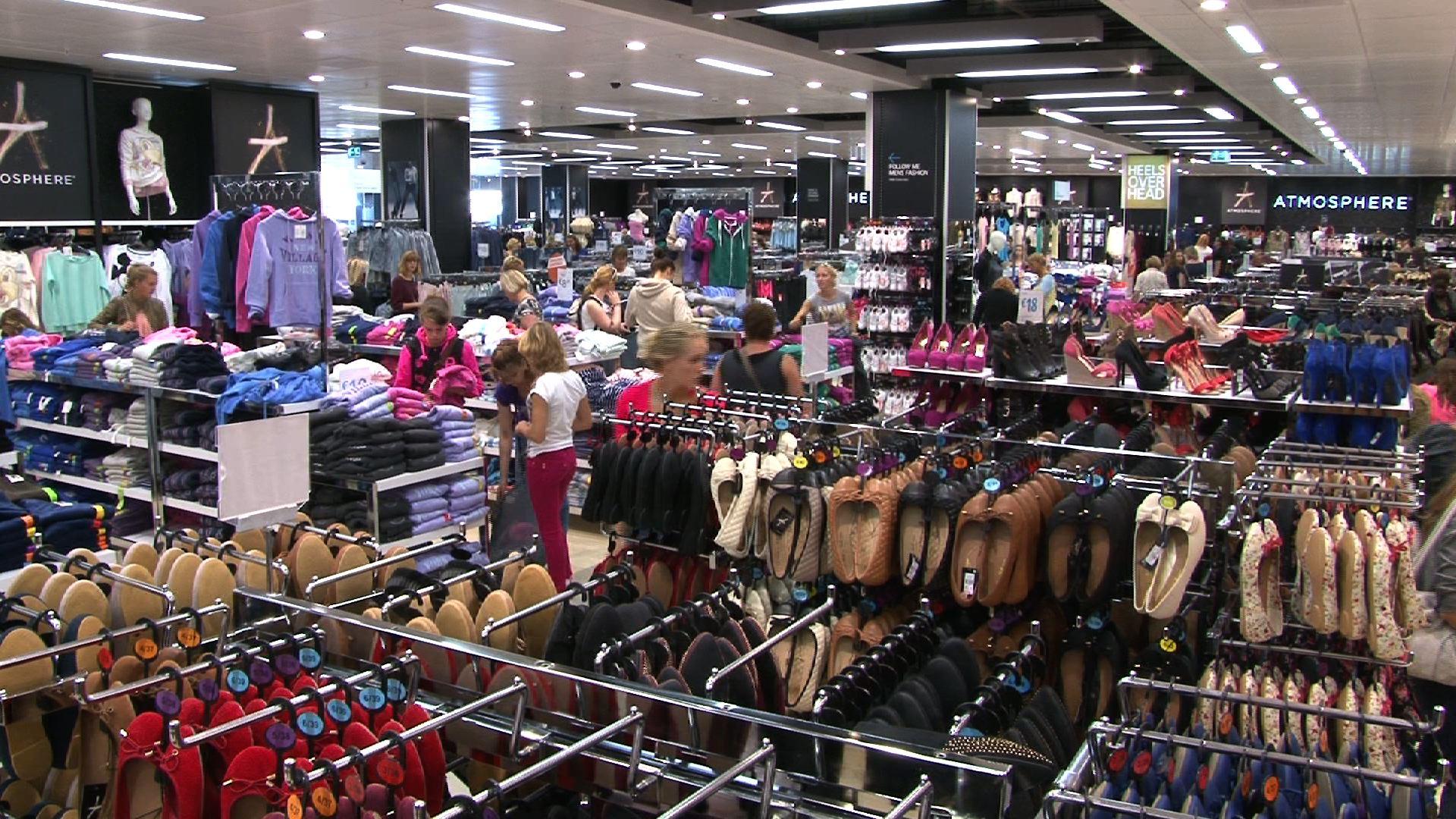 e8175341db6b Ecco perché gli abiti dei negozi di Zara   co hanno prezzi così bassi -  IlGiornale.it