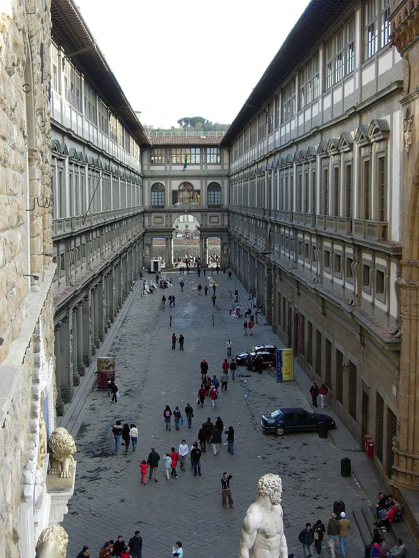 E per entrare agli Uffizi i turisti tornano a pagare in lire