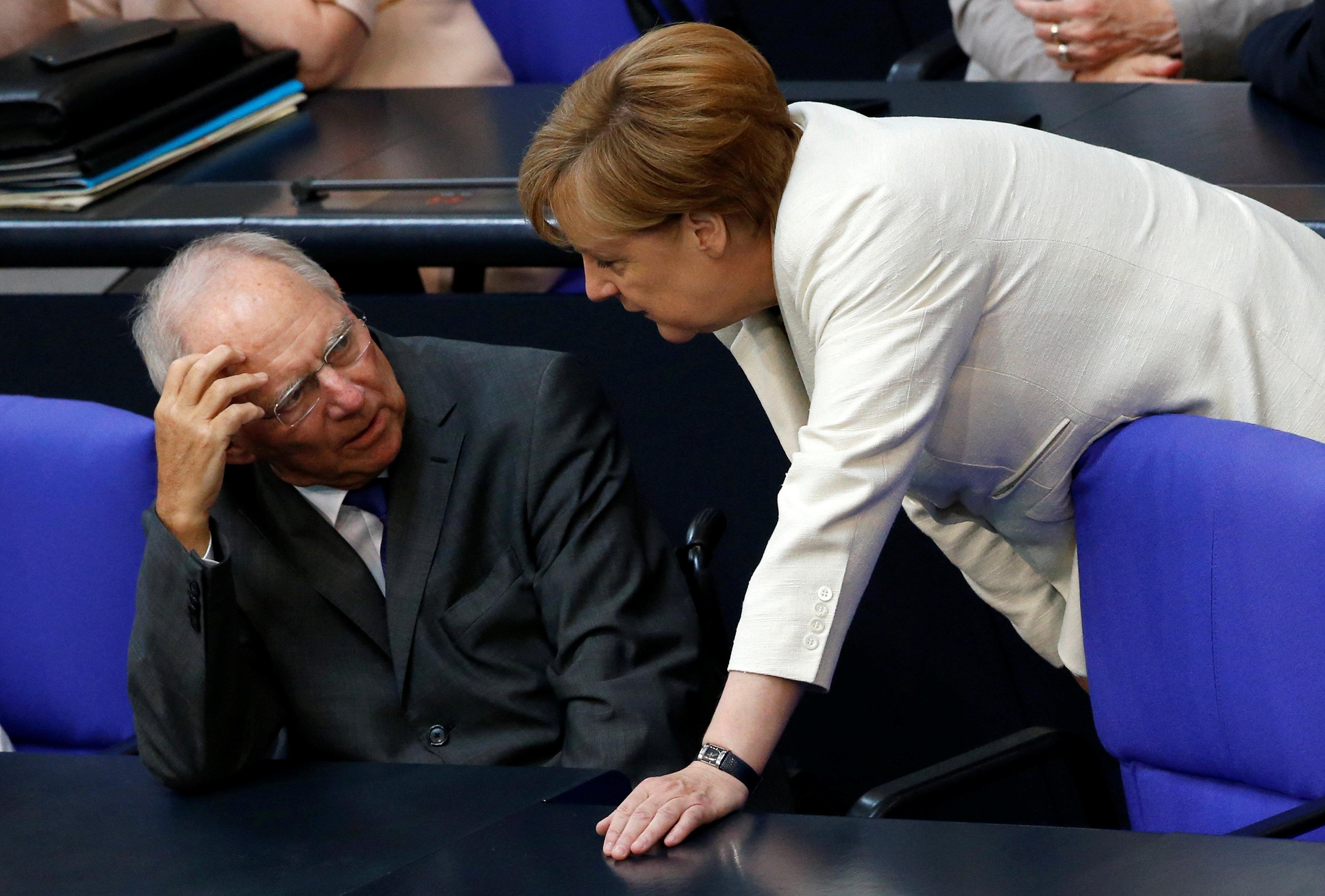 """Il diktat di Schaeuble all'Europa: """"Controlli i bilanci degli Stati"""""""
