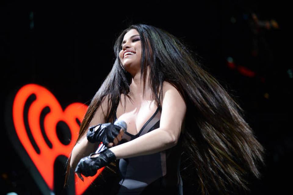 """""""#RipSelena"""": l'hashtag su Twitter mette paura ai fan della cantante"""