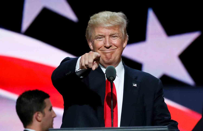 """""""Se sei vip, alle donne puoi fare di tutto"""". Nuova bufera contro Trump"""