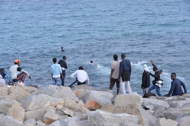 Ventimiglia, i migranti si derubano fra di loro