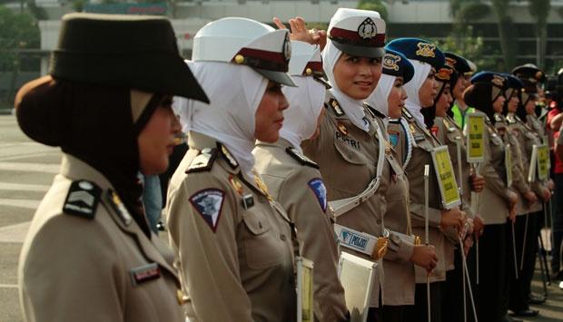 La turchia d l 39 ok al velo in divisa per le poliziotte - Perche le donne musulmane portano il velo ...
