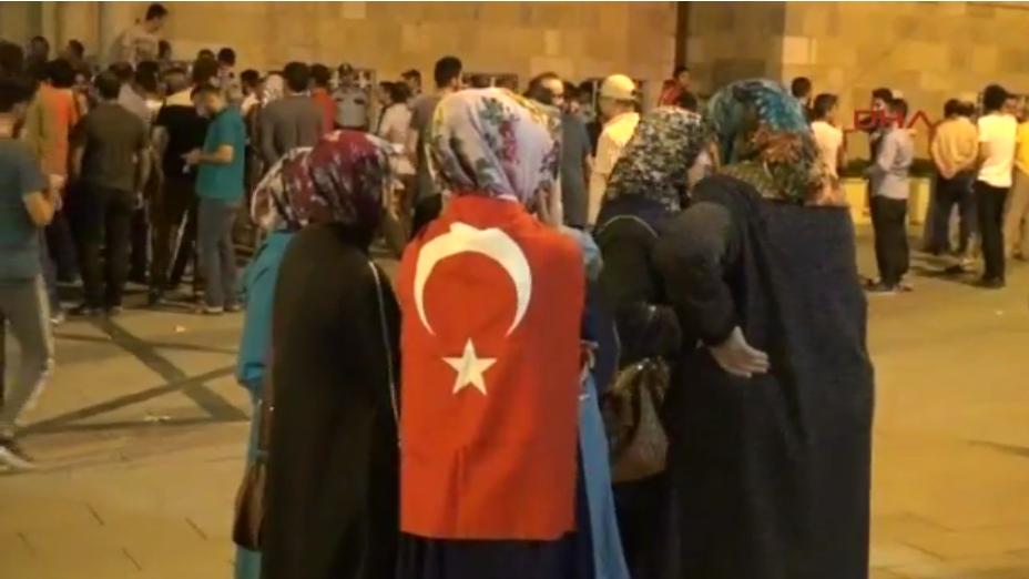 Konya in strada: paura di un golpe, ma è un black-out elettrico