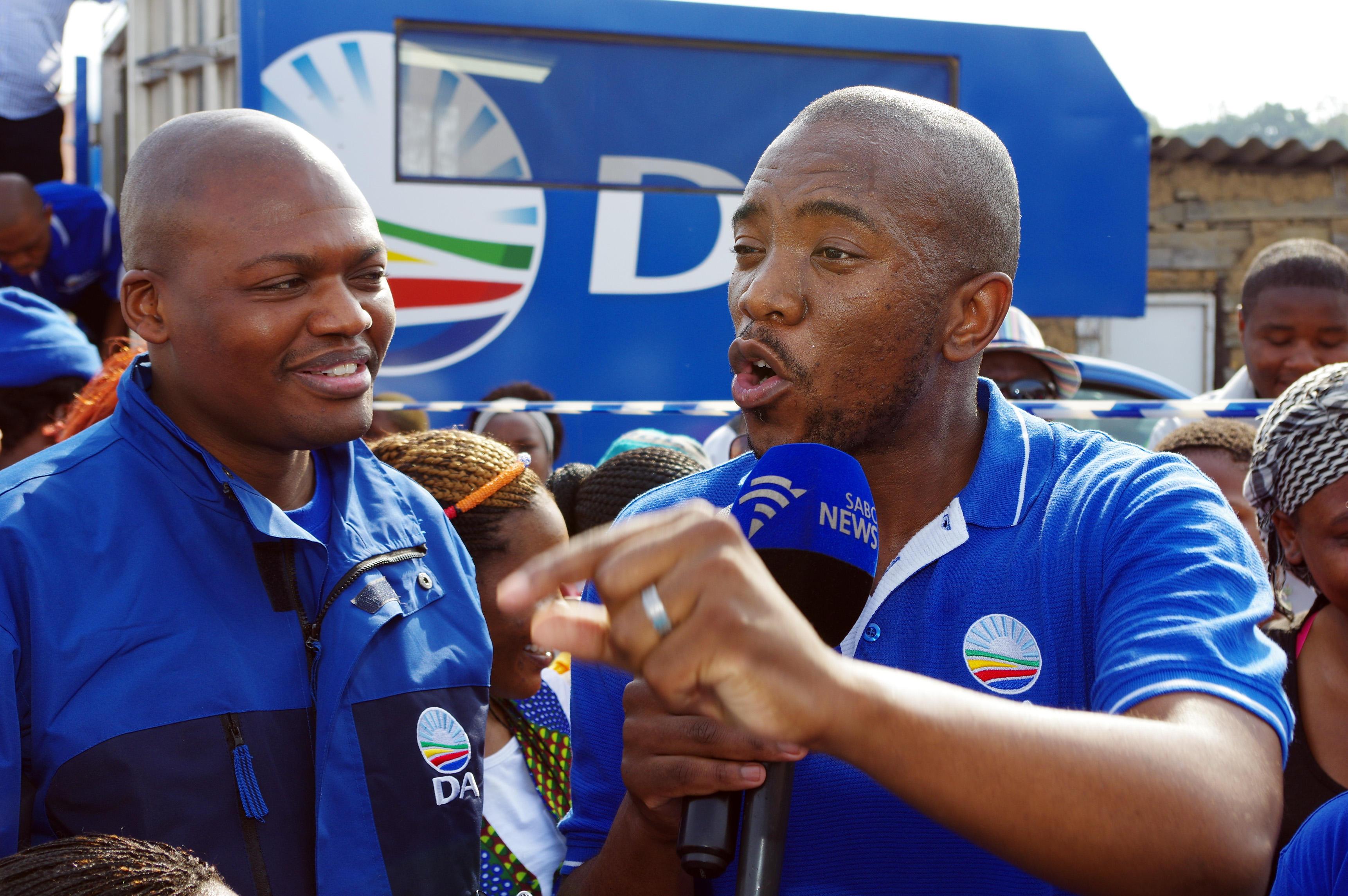 Un nero guida i bianchi: è l'Obama del Sudafrica