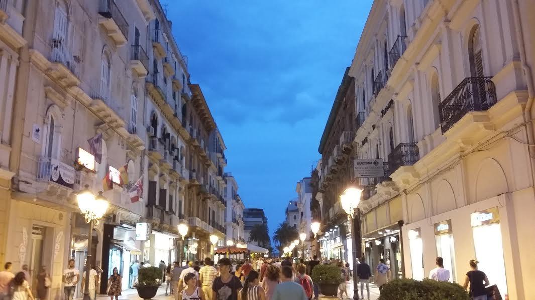Taranto commerciante minacciato dagli ambulanti for Negozi di arredamento taranto