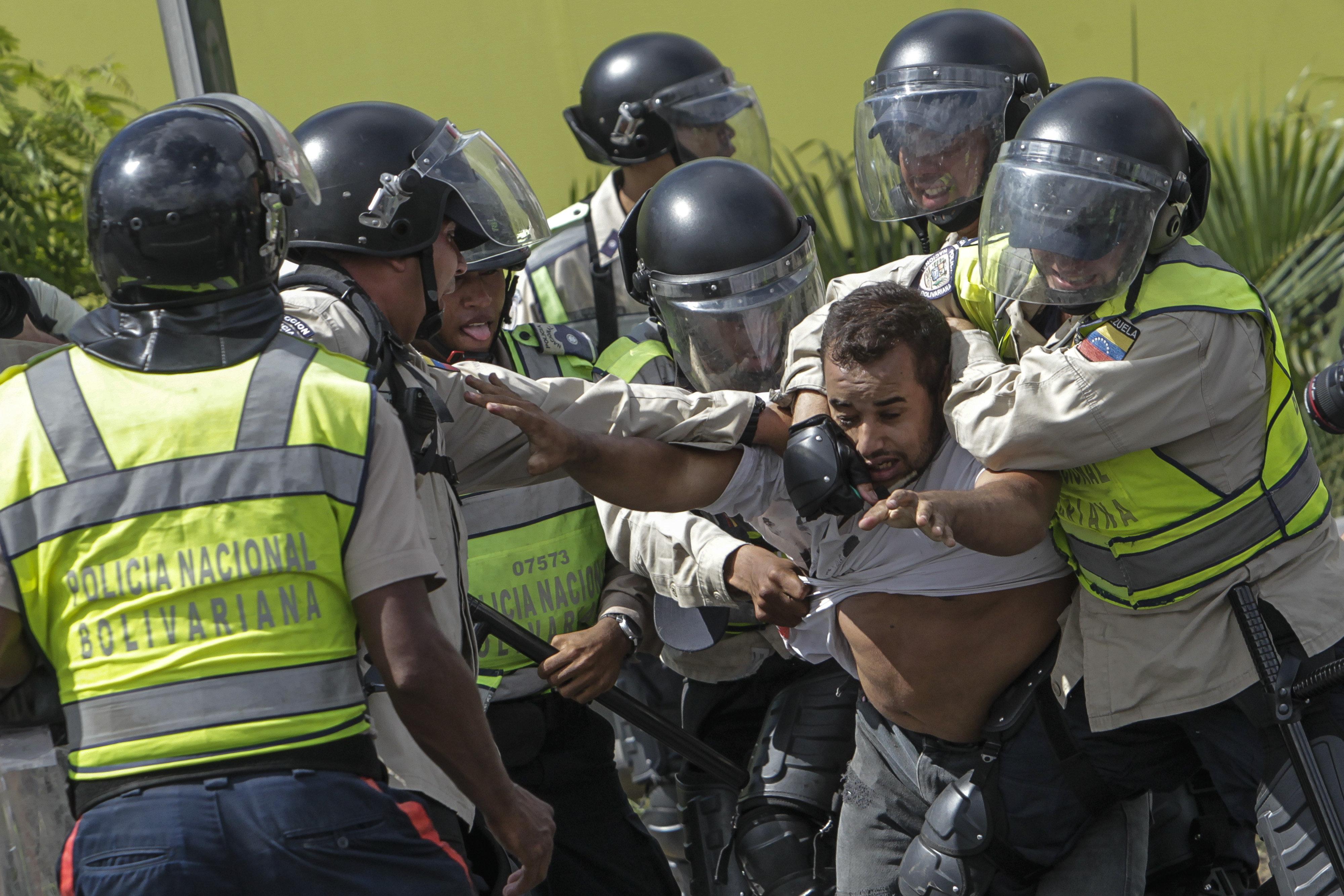 Venezuela alla dittatura. Dichiarati nulli gli atti del Parlamento