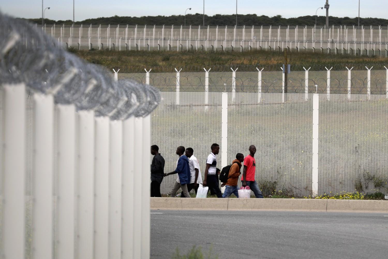 Chi non difende i suoi confini, poi non si lamenti dei muri