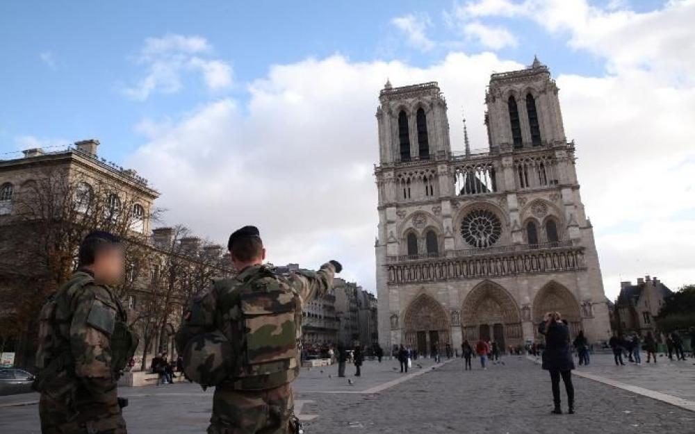 Parigi, trovata auto con bombole di gas vicino a Notre Dame