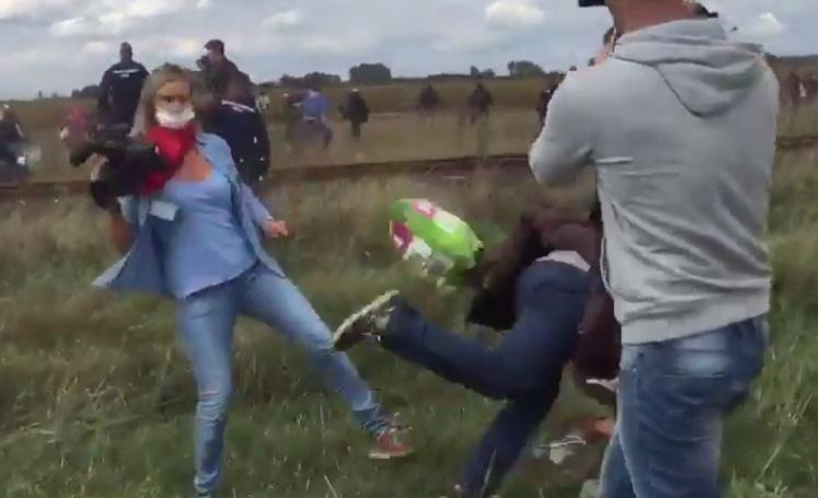 """Licenziato migrante sgambettato: """"È uno sfaticato improduttivo"""""""