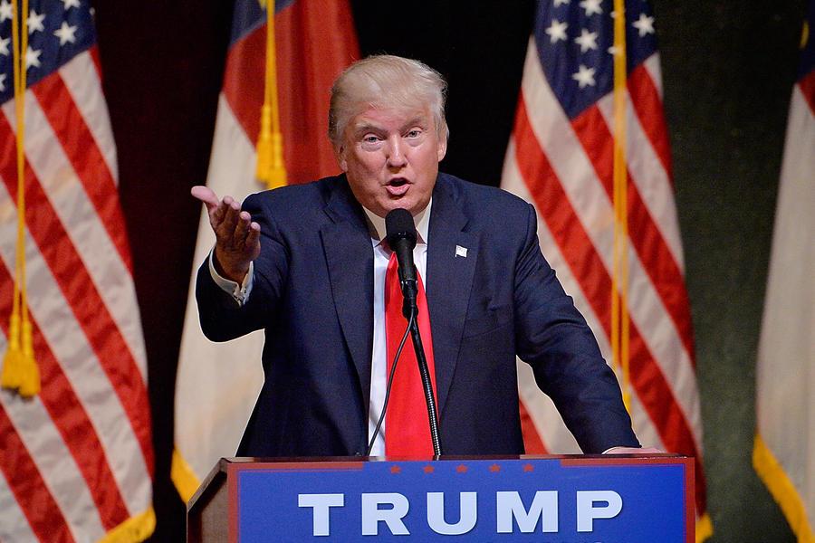 """Trump torna a lodare Putin: """"Meglio lui di Obama"""""""