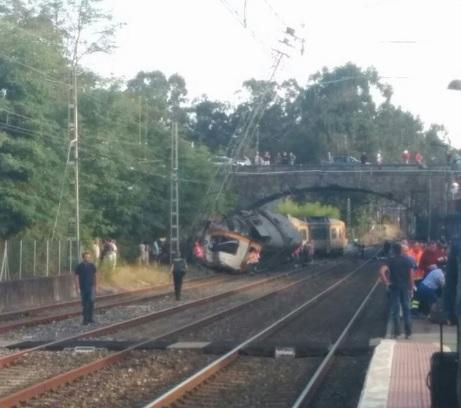 """Spagna, deraglia un treno: """"Tre morti e diversi feriti"""""""