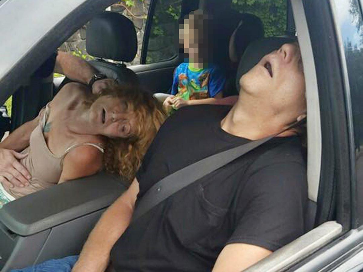 Genitori in overdose, in auto c'è pure il figlio