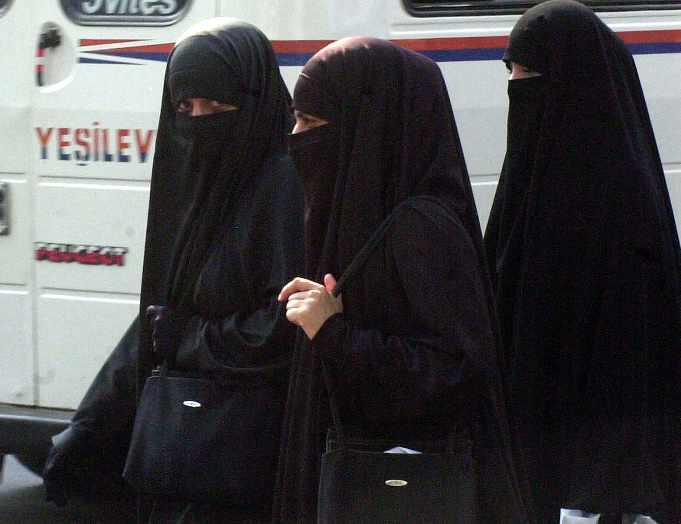 "Americana attacca due musulmane: ""Andate via dal mio Paese"""
