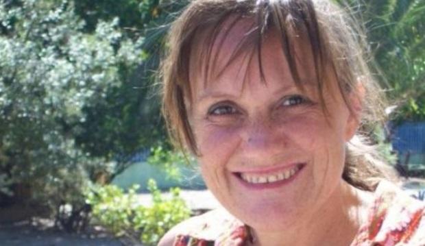 Frullati e clisteri di caffè al posto della chemio: muore maestra 49enne