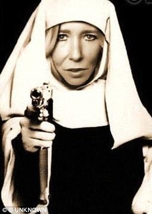 Sally Jones, la vedova nera dell'Isis che vuole sterminare l'Europa