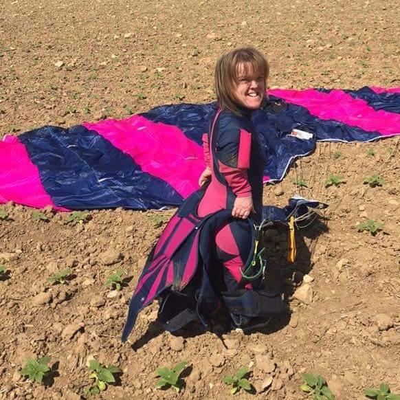 Si butta da 4 mila metri, ma il paracadute non si apre
