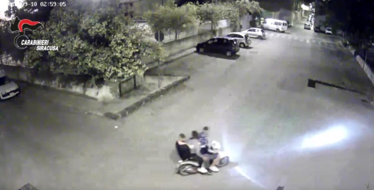 Panettiere li rimprovera: tre ragazzini lo ammazzano