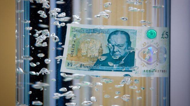 Rivoluzione in Gran Bretagna: arriva la banconota di plastica