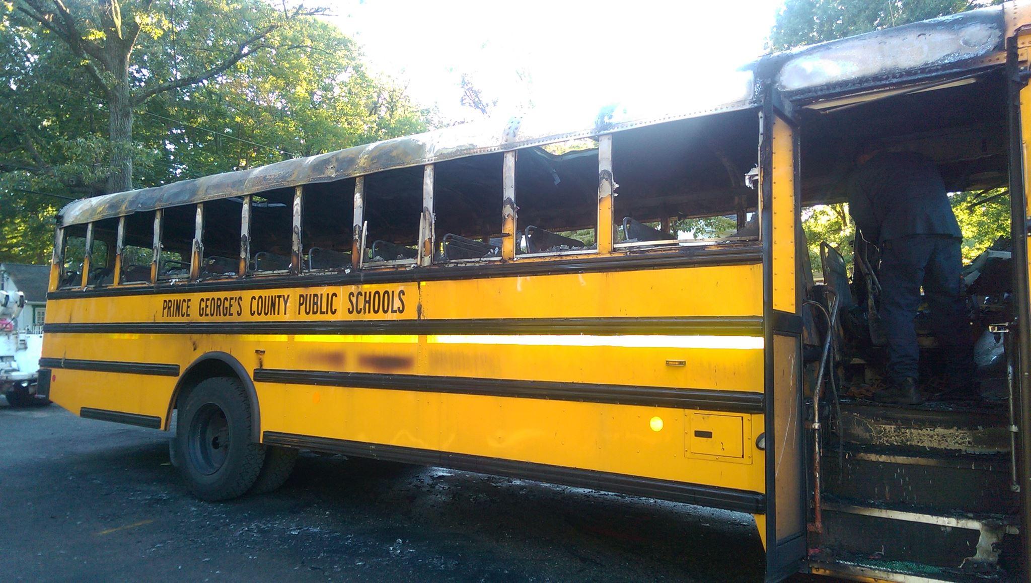 """Salva 20 bambini da un autobus in fiamme: """"Dovere di ogni mamma"""""""