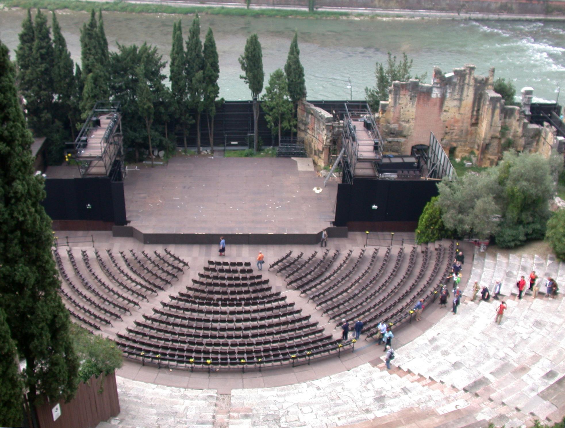 Polemica a Verona: il teatro romano sarà una pista di pattinaggio
