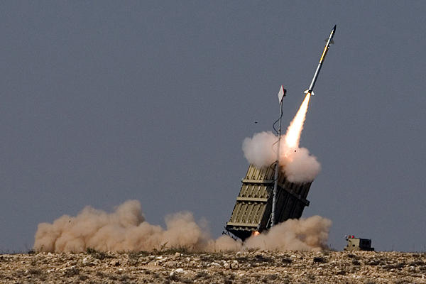 Israele, batteria Iron Dome intercetta razzi dalla Siria