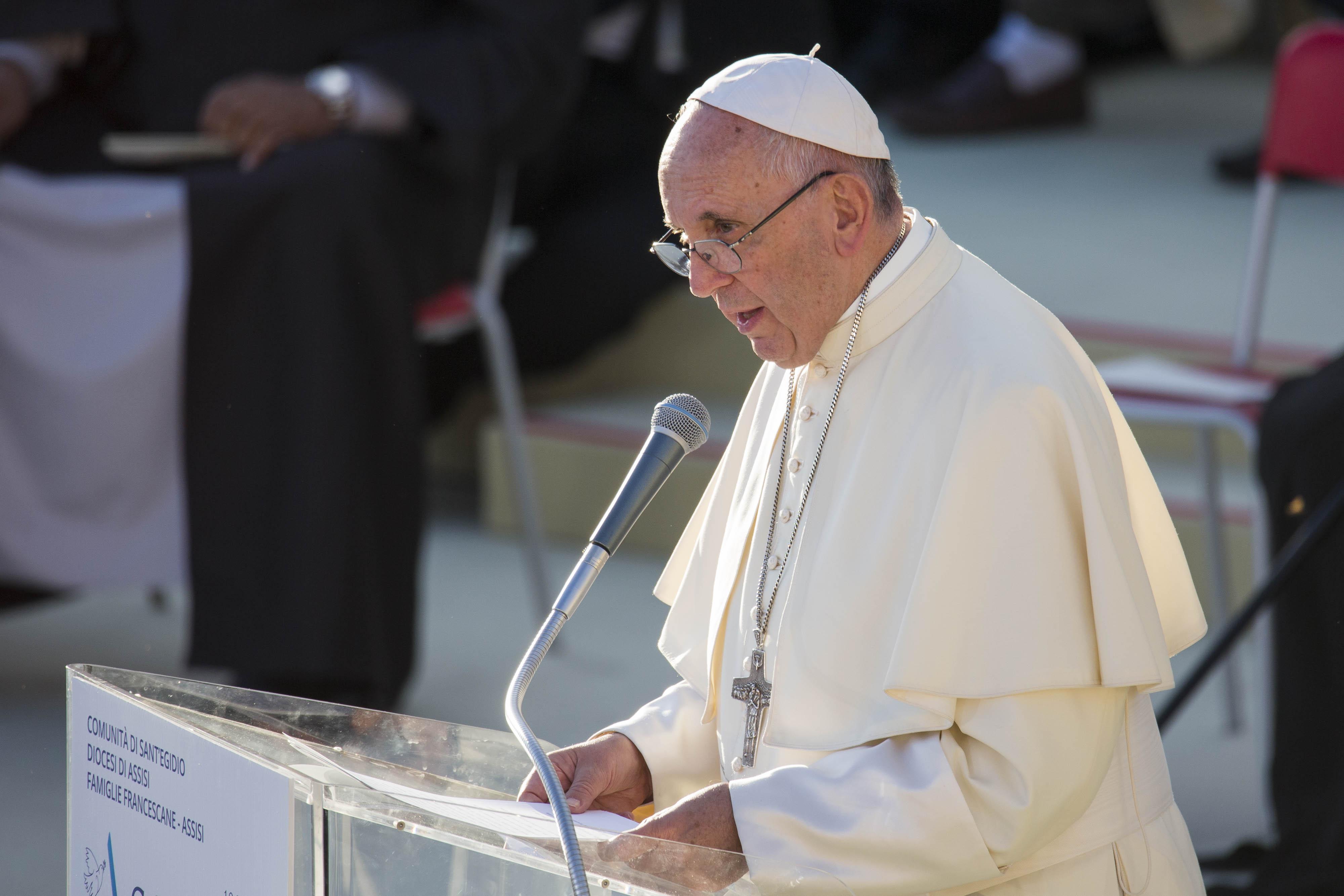 """Il patriarca di Baghdad lo invita in Iraq. Il Papa risponde: """"Inshallah"""""""