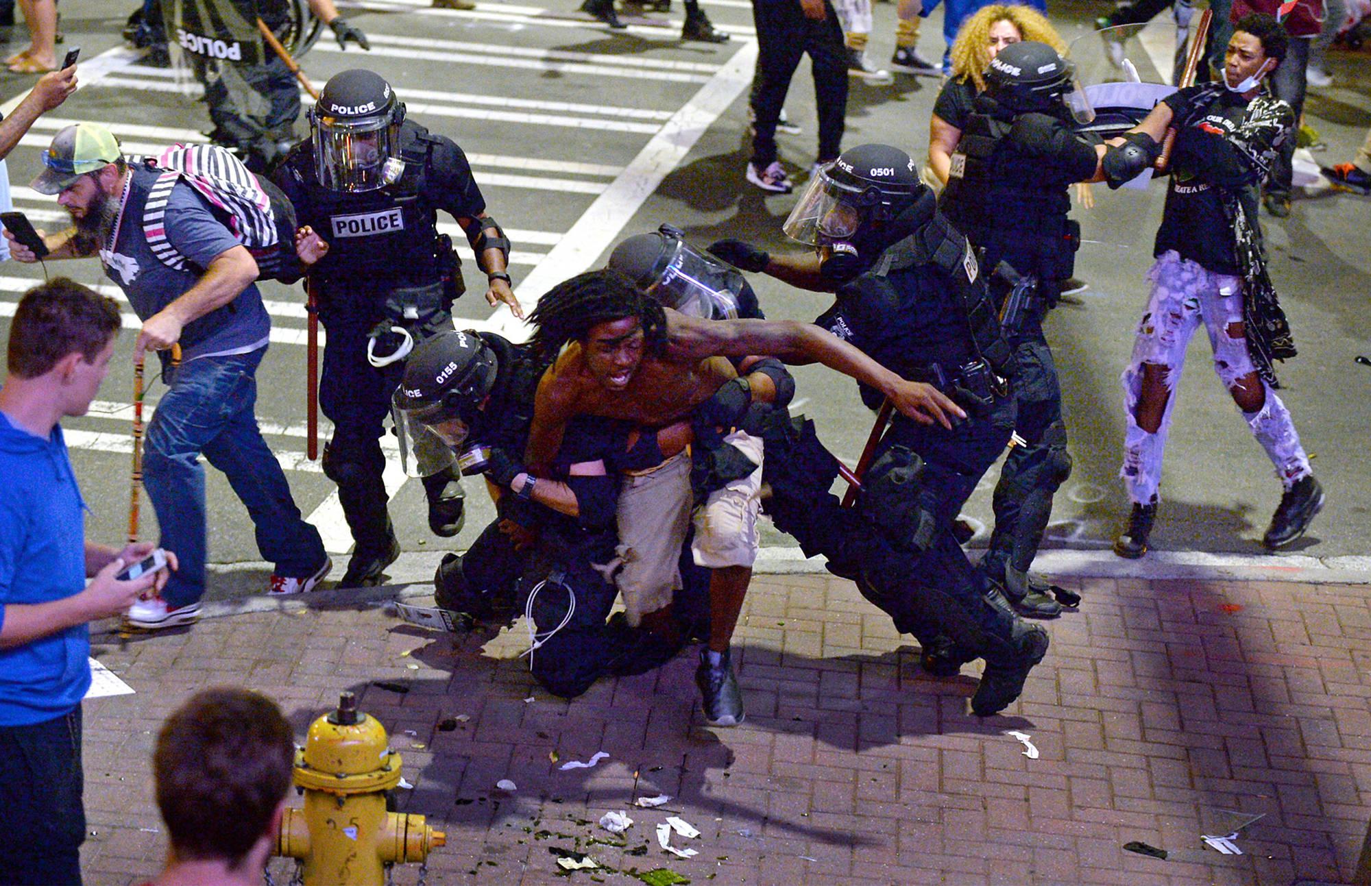 Usa, nuova notte di scontri a Charlotte