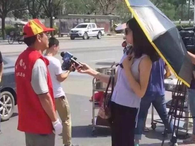 I [Esplora il significato del termine: ntervista sui luoghi del tifone con ombrello e occhiali scuri: giornalista sospesa dal lavoro] nterviste sui luoghi del tifone con ombrello e occhiali scuri: giornalista sospesa